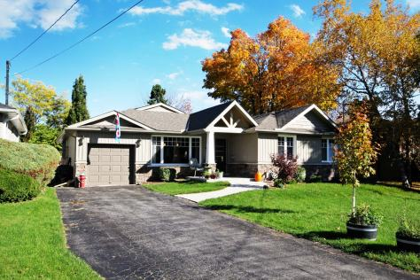 Gorgeous 4+1 Custom Bungalow in the Rouge.  Too many upgrades to list.  A MUST SEE